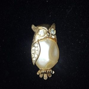 Jewelry - Vintage owl with pearl brooch